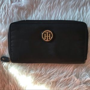 Tommy Hilfiger wallet in perfect condition